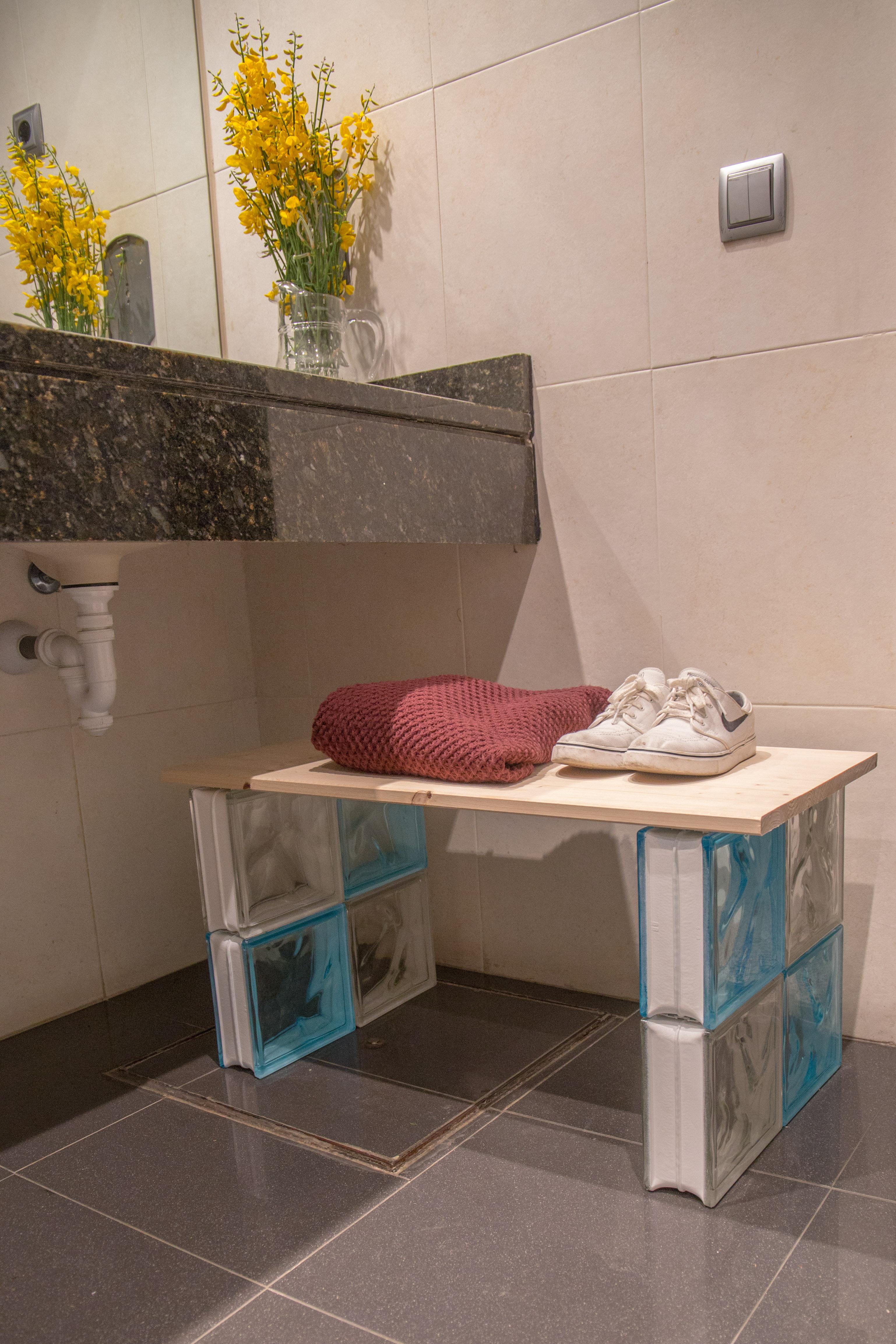 Banco para el ba o con ladrillos de vidrio ceys - Banco ortopedico para bano ...