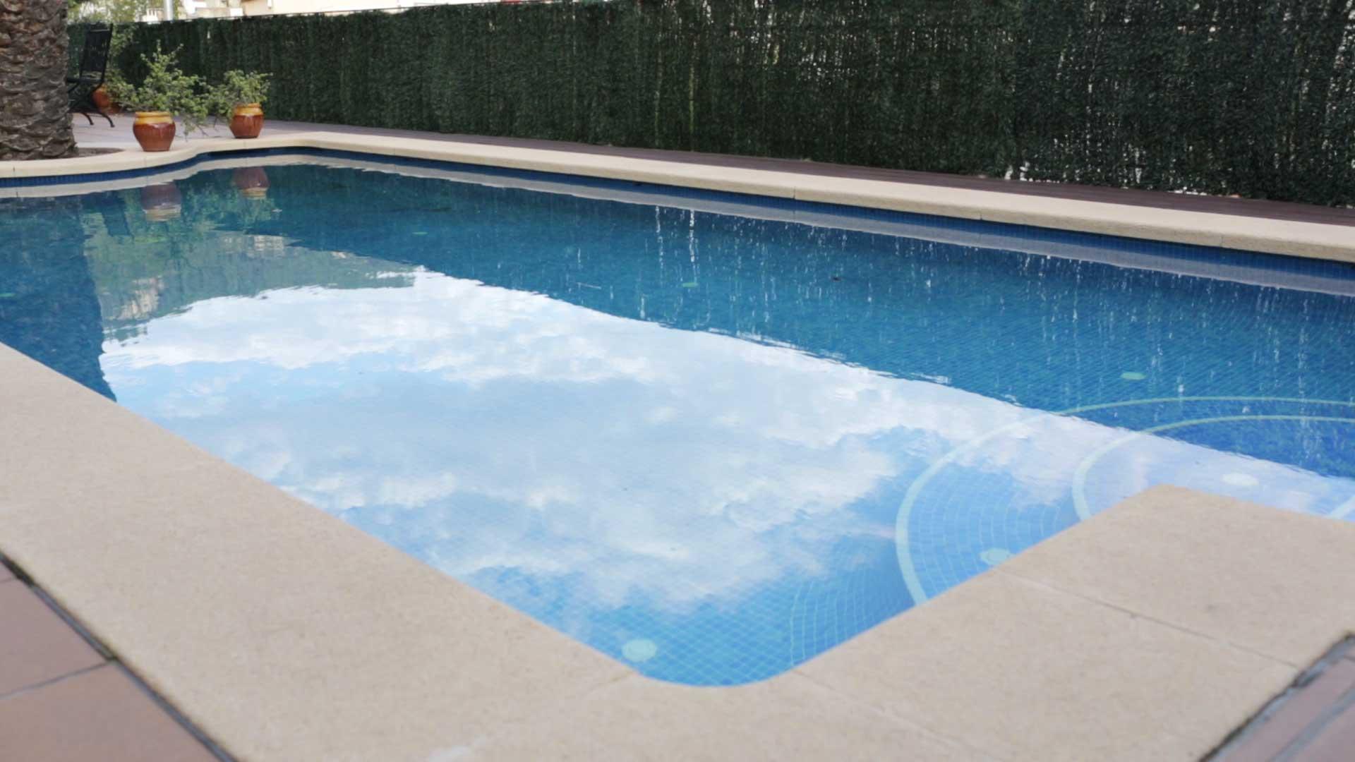 C mo arreglar el gresite despegado de la piscina ceys for Arreglar piscina