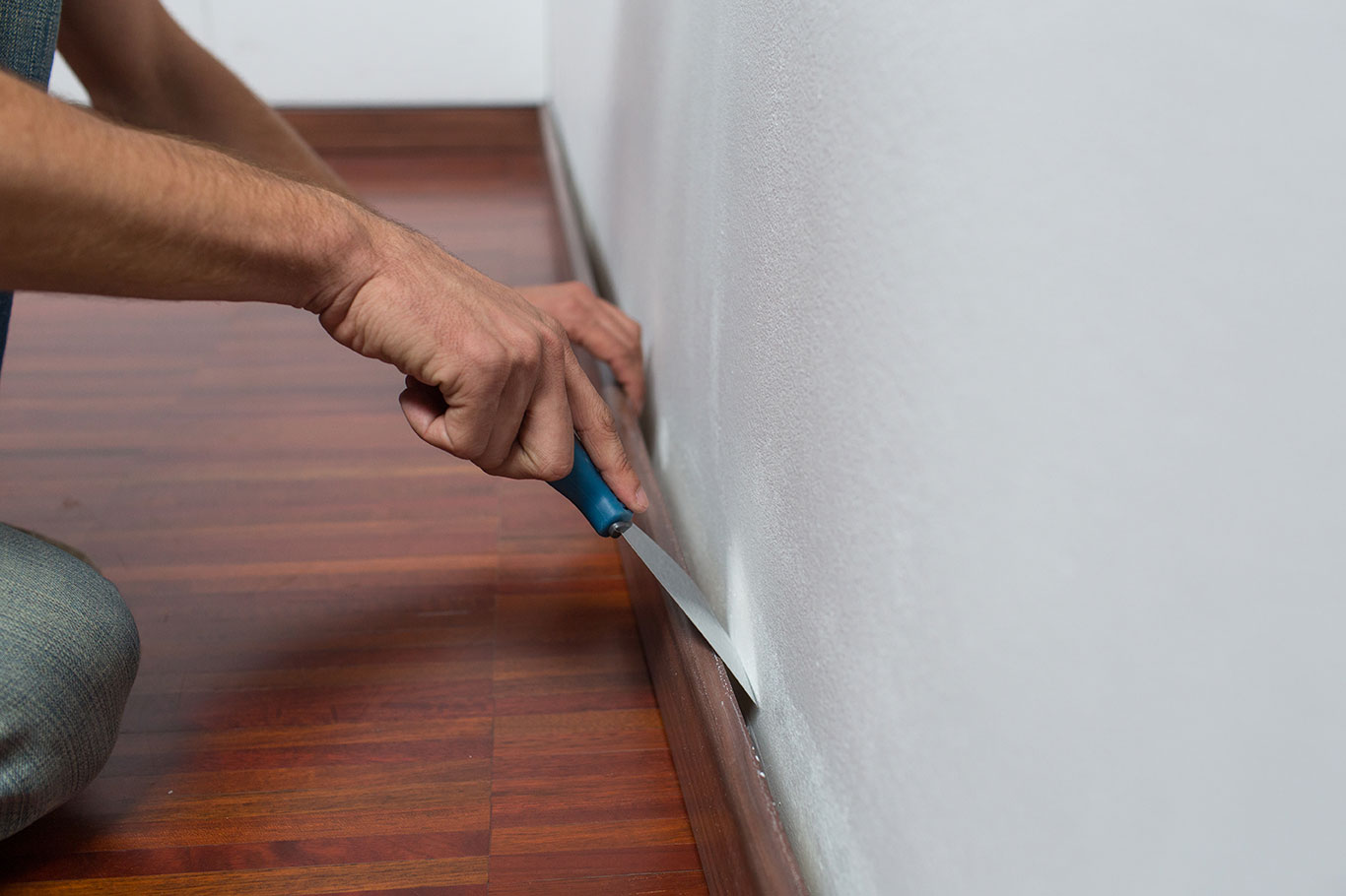 Colocar friso pared cool best excellent paso with colocar - Como alisar paredes irregulares ...