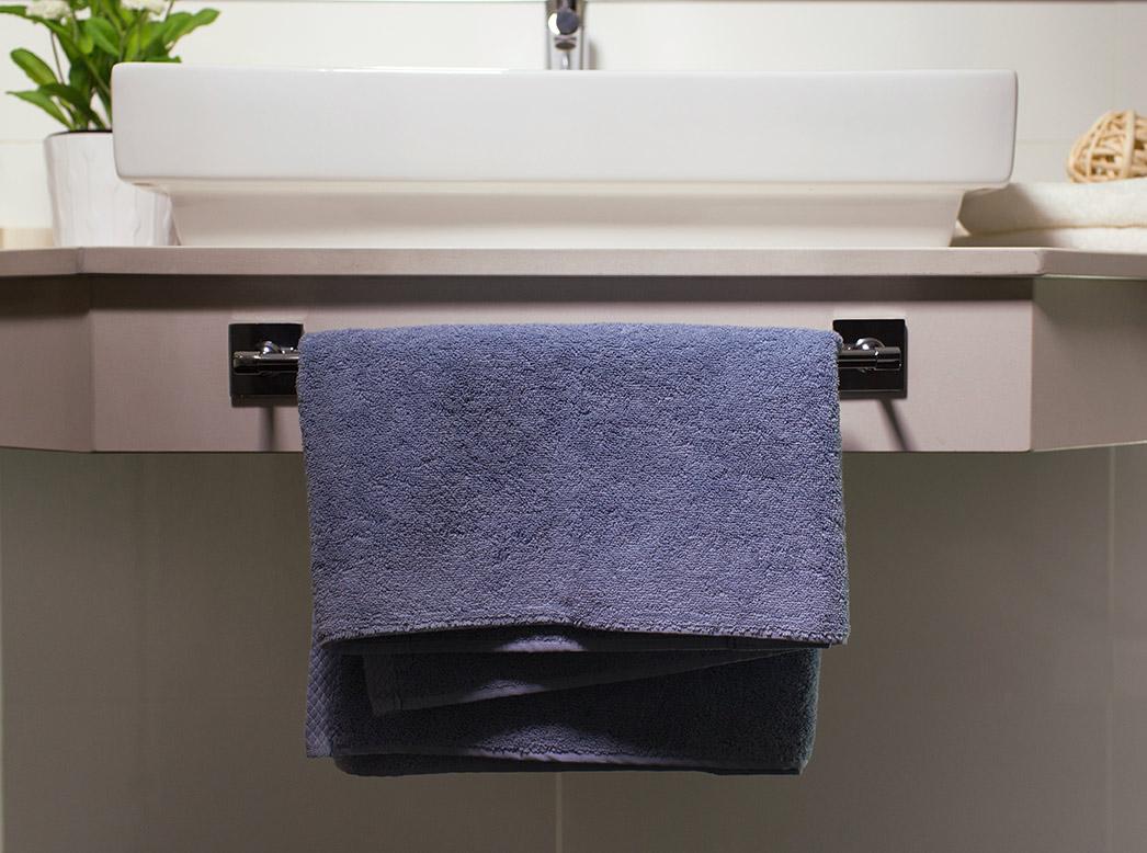 C mo colocar un toallero en azulejo sin hacer agujeros ceys - Como tapar agujeros en azulejos ...