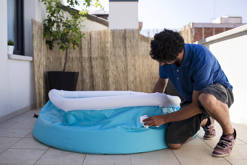 C mo reparar una rasgadura en una piscina de lona ceys - Como se hace una piscina ...