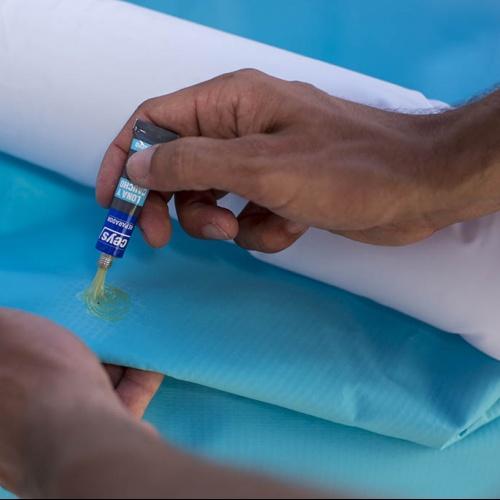 C mo reparar una rasgadura en una piscina de lona ceys for Pegamento para piscinas